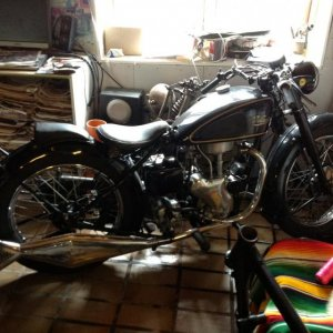 Velocette Mac 51 ,original xcept my ol worn battes seat